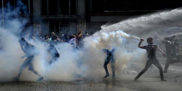 Gezi Parkı'ndaki eylemleri destekleyen ünlülerin birçoğunun derdinin olayların üzerinden kısa bir süre geçince ağaç ve park olmadığı ortaya çıktı. Hükümetin istifasını isteyen ve 2023 projelerinin durdurulmasını isteyen ünlüler, sık sık yalan ve yanlış bilgileri Twitter aracılığıyla takipçileriyle paylaştı.